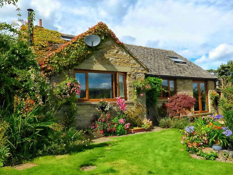 4 Bedrooms Detached House for sale in White Wells Road, Scholes, Holmfirth, West Yorkshire, HD9