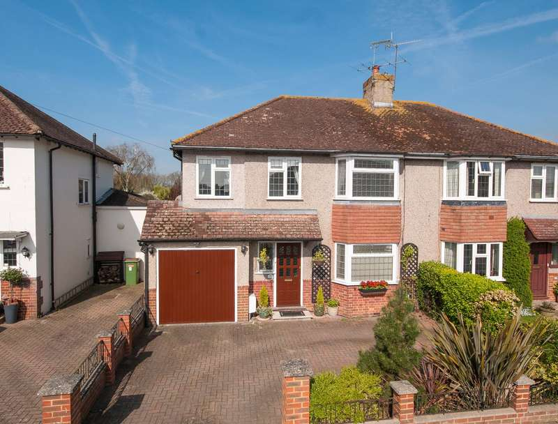 3 Bedrooms Semi Detached House for sale in Tynedale Road, Strood Green, Betchworth, Surrey, RH3