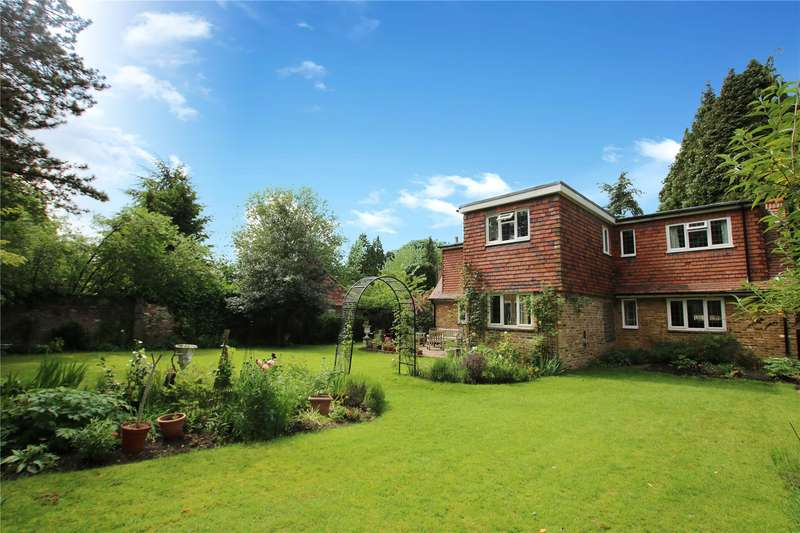 3 Bedrooms Detached House for sale in Old Avenue, West Byfleet, Surrey, KT14