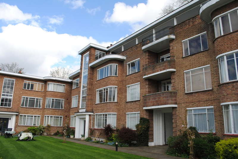 2 Bedrooms Ground Flat for sale in East Molesey