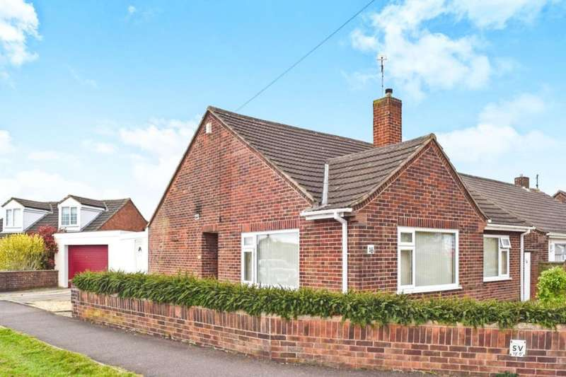 3 Bedrooms Detached Bungalow for sale in Kingston Drive, Stanground, Peterborough, PE2
