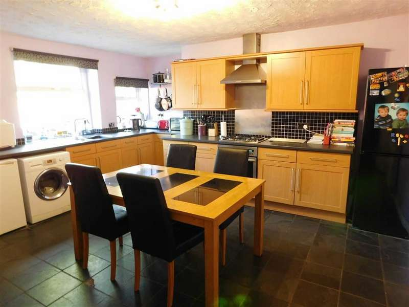 2 Bedrooms Property for sale in Chapel Terrace, Crosland Moor, Huddersfield
