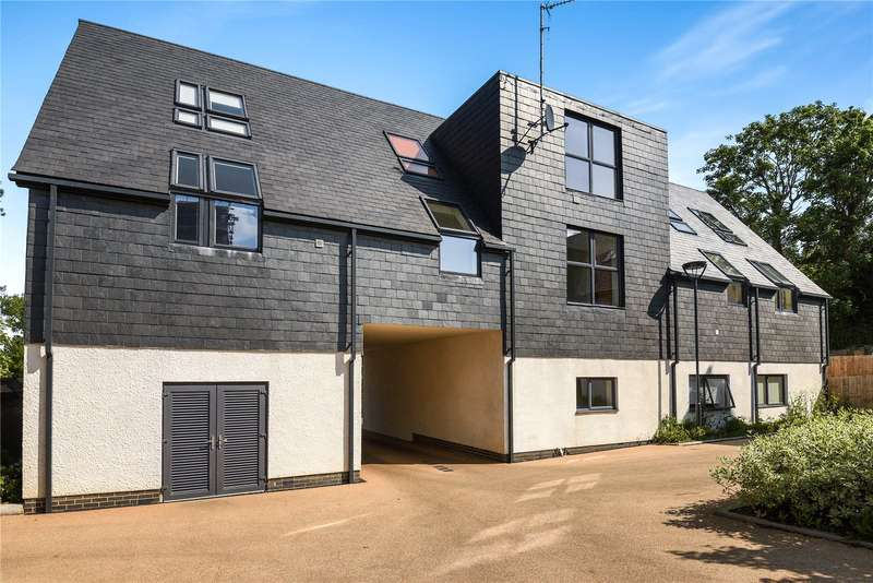 1 Bedroom Apartment Flat for sale in Halifax House, Partridge Close, Uxbridge, Middlesex, UB10