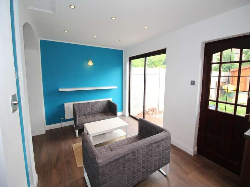 5 Bedrooms Semi Detached House for sale in Newham Way, London, E6