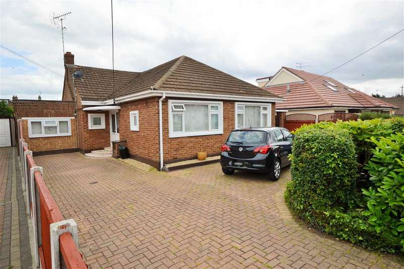 4 Bedrooms Detached Bungalow for sale in Alfred Gardens, Wickford