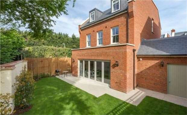 5 Bedrooms Detached House for sale in Copers Cope Road, Beckenham, Kent