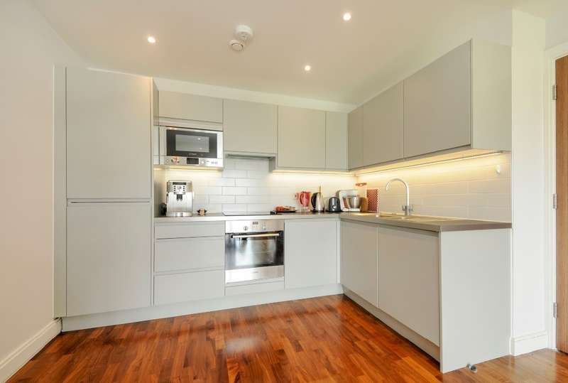 2 Bedrooms Flat for sale in Sesame Apartments, Battersea, SW11 3PG
