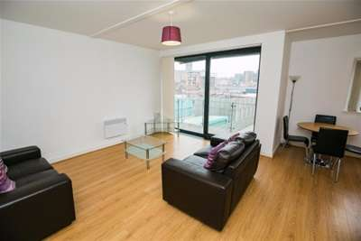 3 Bedrooms Flat for rent in Tabley Street, L1
