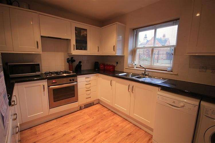 2 Bedrooms Semi Detached House for sale in Wilson Road, Reading, RG30