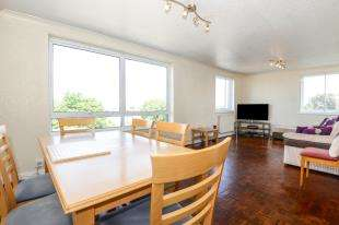 2 Bedrooms Flat for sale in The Priory, Epsom Road, Croydon