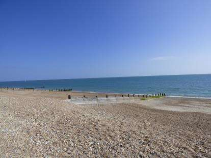 2 Bedrooms Bungalow for sale in Hayling Island, Hampshire