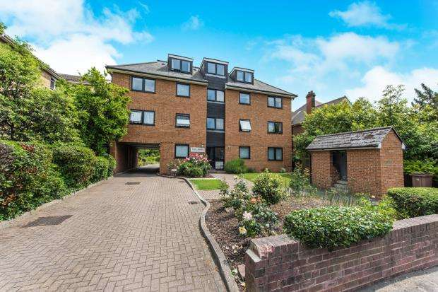 1 Bedroom Flat for sale in 44 Galsworthy Road, Kingston Upon Thames, England