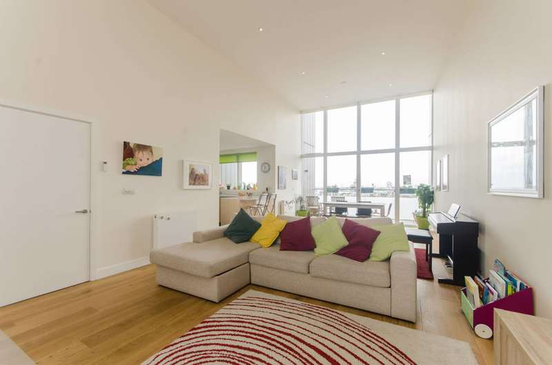 3 Bedrooms Flat for sale in Peartree Way, Greenwich, SE10