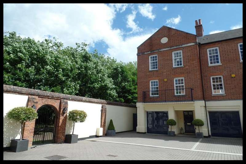 3 Bedrooms Town House for sale in Drakes Court, Quayside Walk, Marchwood, Southampton SO40