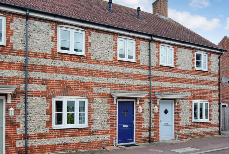 3 Bedrooms Terraced House for sale in Kilford Close, Amesbury, Salisbury SP4