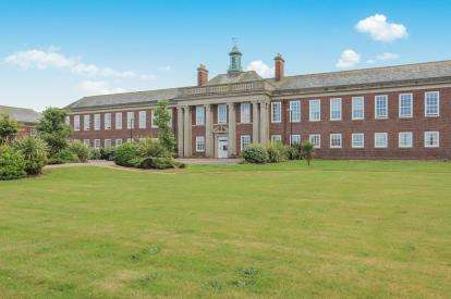 2 Bedrooms Flat for sale in Queens Manor, Clifton Drive South, Lytham St Annes, Lancashire, FY8