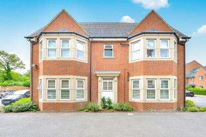 2 Bedrooms Flat for sale in Greensand View, Woburn Sands, Milton Keynes, Bucks