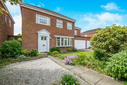 5 Bedrooms Detached House for sale in Worlingham, Beccles, Suffolk