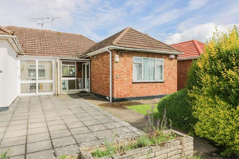 3 Bedrooms Semi Detached Bungalow for sale in Lakeside, Billericay CM12