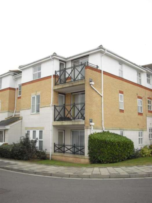 2 Bedrooms Flat for sale in Princess Alice Way, Thamesmead, SE28 0HQ