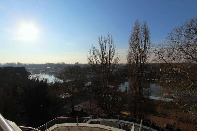 3 Bedrooms Flat for sale in Kingston Riverside