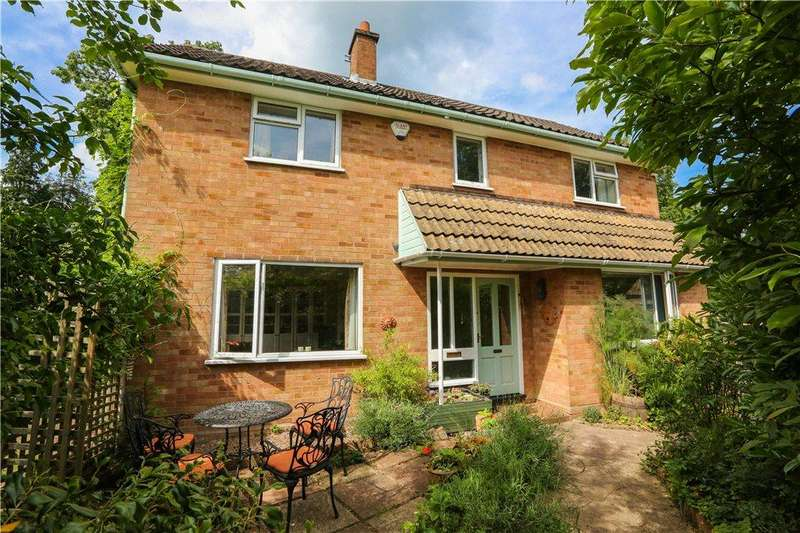 3 Bedrooms Detached House for sale in Church Lane, Bromsgrove, B61