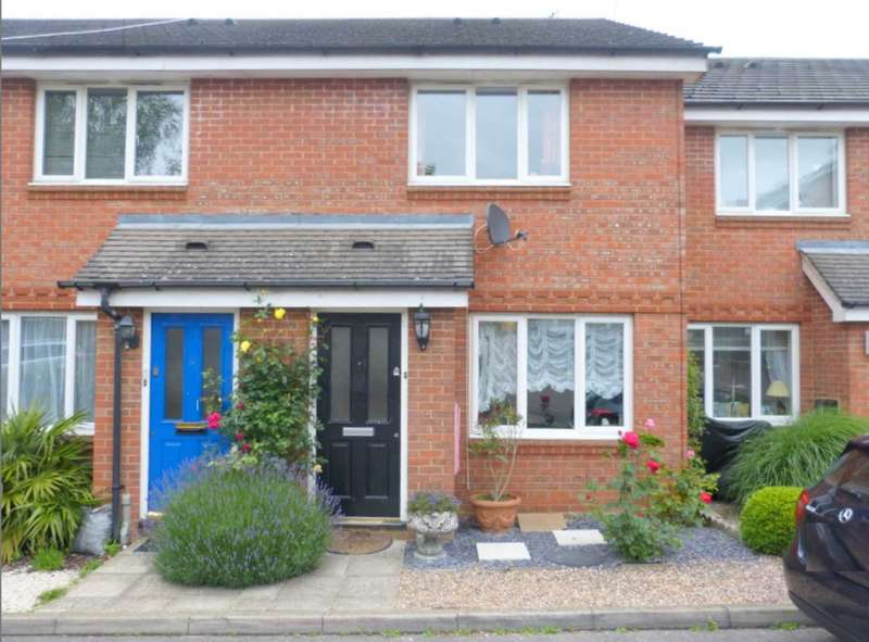 2 Bedrooms Semi Detached House for sale in Halliday Close, Radlett
