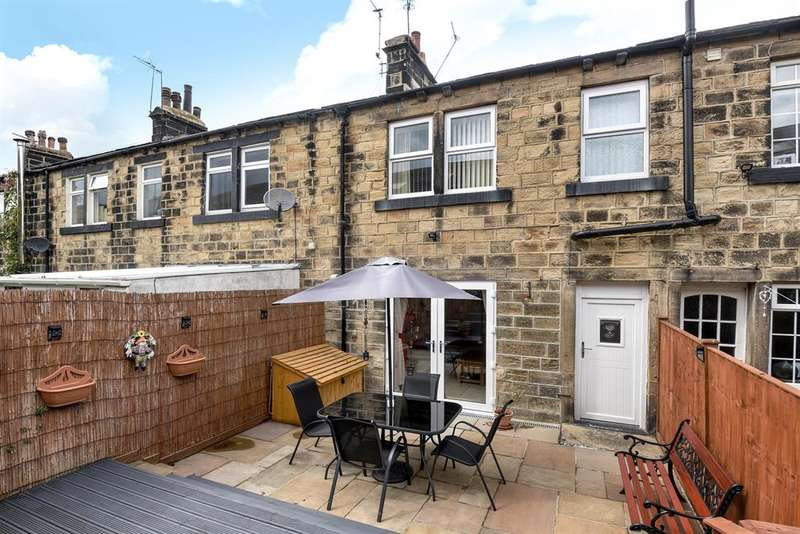 2 Bedrooms Terraced House for sale in Kirk Lane, Yeadon, Leeds, LS19 7LX