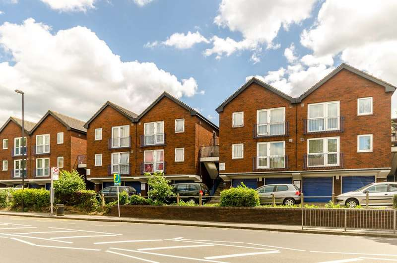 1 Bedroom Flat for sale in Whitehorse Lane, South Norwood, SE25