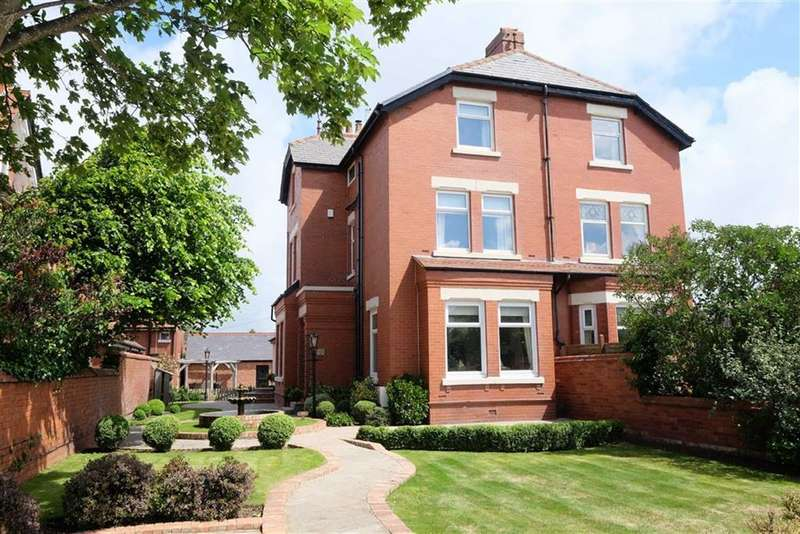 5 Bedrooms Property for sale in Clifton Drive, Lytham St Annes