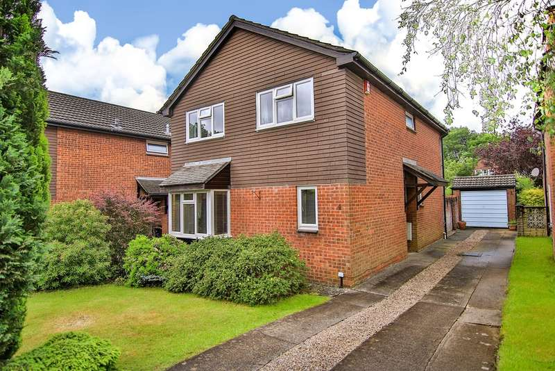 4 Bedrooms Detached House for sale in Camelot Way, Thornhill, Cardiff