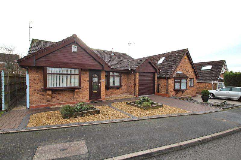 2 Bedrooms Detached Bungalow for sale in Mission Close, Cradley Heath