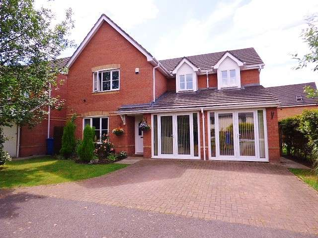 5 Bedrooms House for sale in The Lees, Great Sankey, Warrington