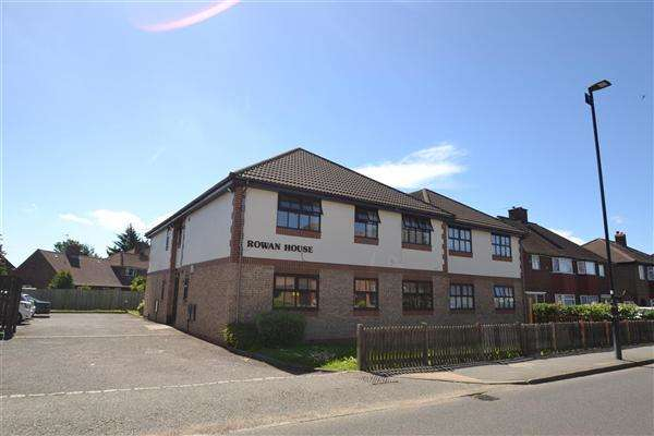 1 Bedroom Apartment Flat for sale in Rowan House, Hatton Road, Bedfont