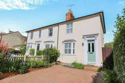 2 Bedrooms Semi Detached House for sale in Whinbush Road, Hitchin, Hertfordshire, England