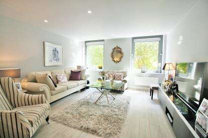 2 Bedrooms Flat for sale in Southey House, 33 Wine Street, Bristol