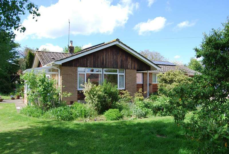 4 Bedrooms Detached Bungalow for sale in The Green, Gressenhall NR20