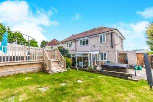 3 Bedrooms Semi Detached House for sale in Norwich Close, Brighton, East Sussex