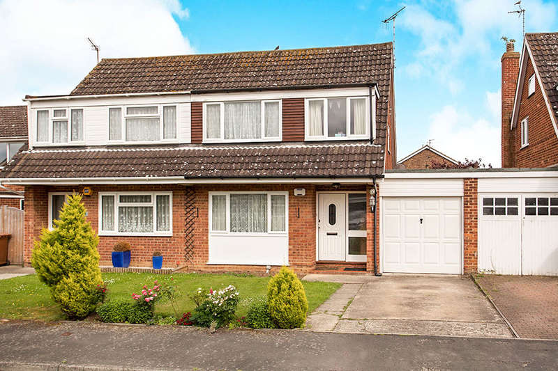 3 Bedrooms Semi Detached House for sale in Concord Close, Paddock Wood, Tonbridge, TN12