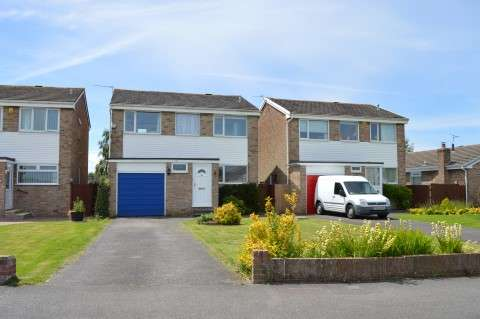 4 Bedrooms Detached House for sale in Lapwing Gardens, Worle, Weston-super-Mare