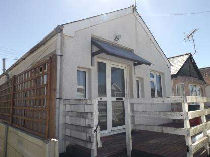 2 Bedrooms Bungalow for sale in Jaywick, Clacton-On-Sea, Essex