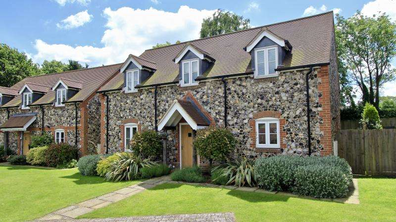4 Bedrooms Detached House for sale in The Old Orchard, Great Kingshill HP15