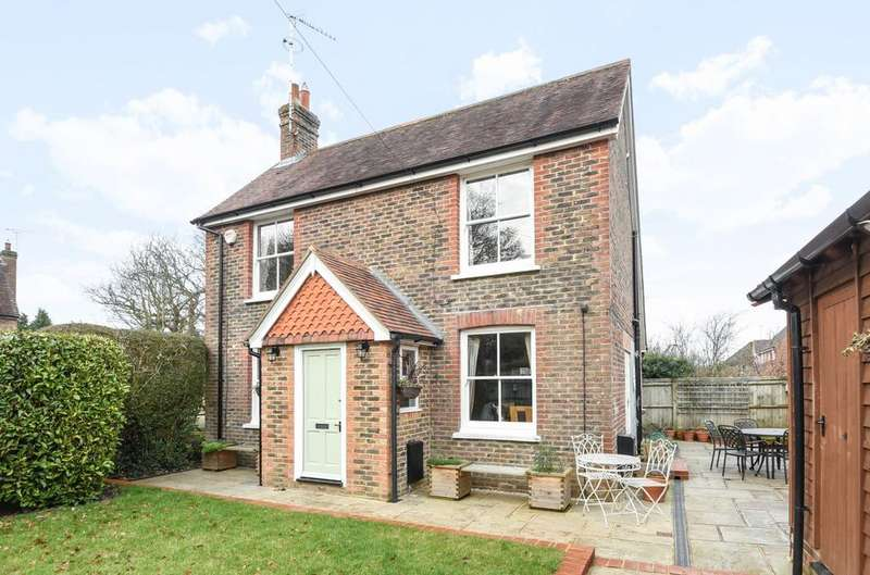 3 Bedrooms Detached House for sale in Hayes Lane, Slinfold, RH13