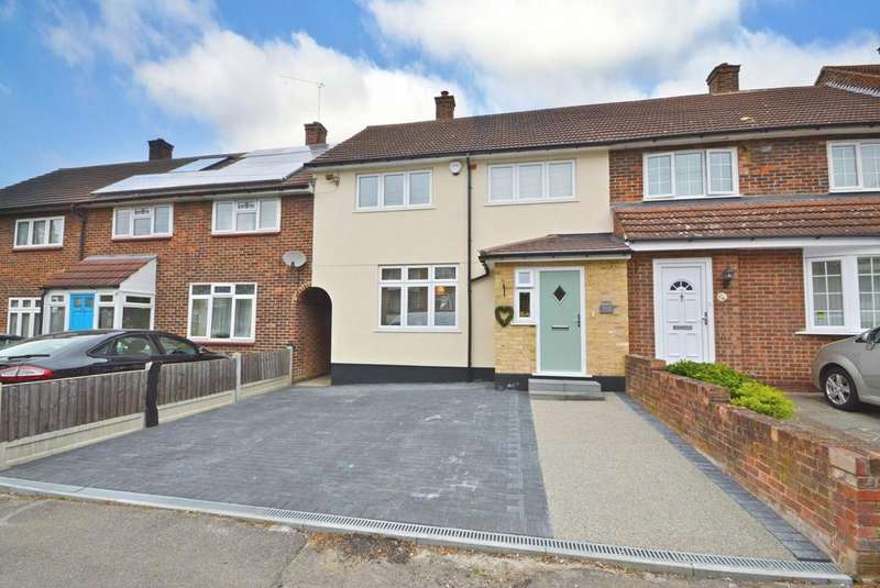 3 Bedrooms Terraced House for sale in Lindfield Road, Harold Hill, Romford, RM3