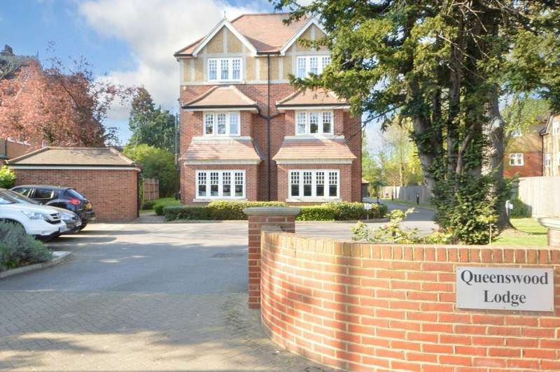 2 Bedrooms Penthouse Flat for sale in Queenswood Lodge, Main Road, Gidea Park, Essex, RM2