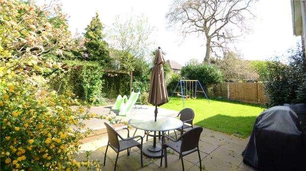 5 Bedrooms Detached House for sale in Waverley Way, Wokingham, Berkshire