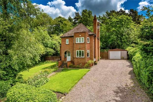 3 Bedrooms Detached House for sale in Highdene, Old Office Road, Dawley, Telford, Shropshire