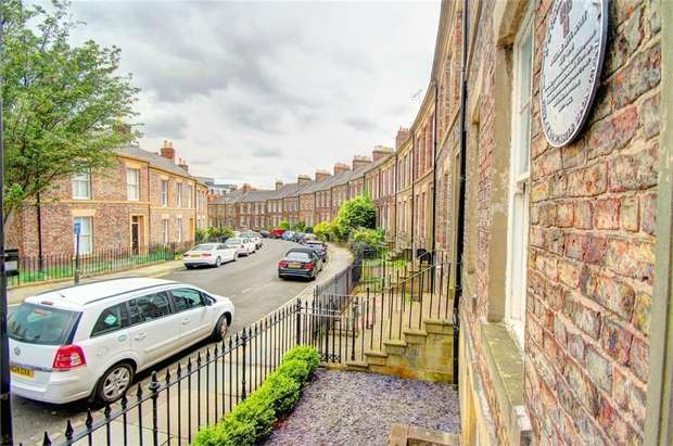 2 Bedrooms Ground Maisonette Flat for rent in St Thomas Crescent, Newcastle Upon Tyne, Tyne and Wear, UK