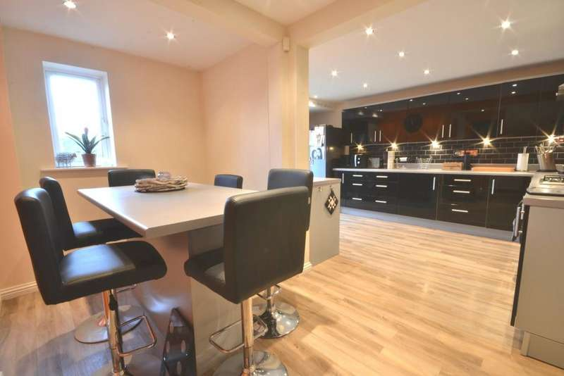 4 Bedrooms Mews House for sale in Derwent Avenue, Chorlton