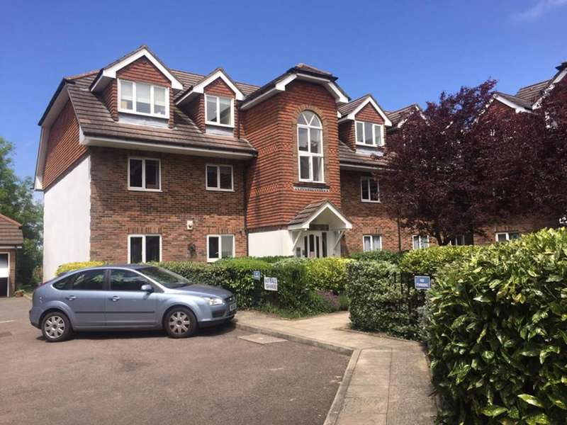 2 Bedrooms Flat for sale in Sanderstead Heights, Addington Road, South Croydon, CR2 8RE